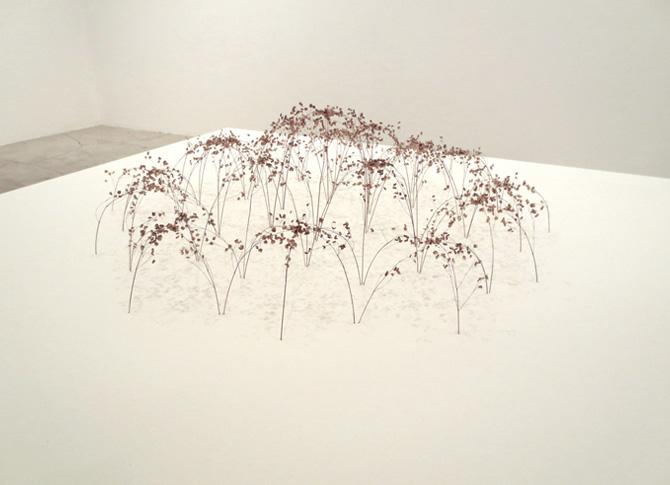 Grosse Bogenform, grande forme de voûte, 2013, tiges d'herbe